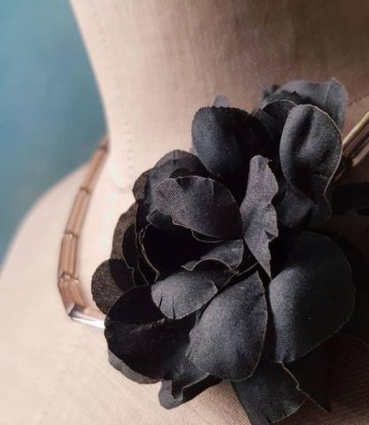 collana fatta a mano con fiori