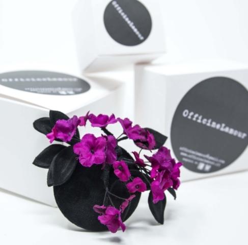 spilla artigianale in velluto, raso e fiori in taffetà di seta