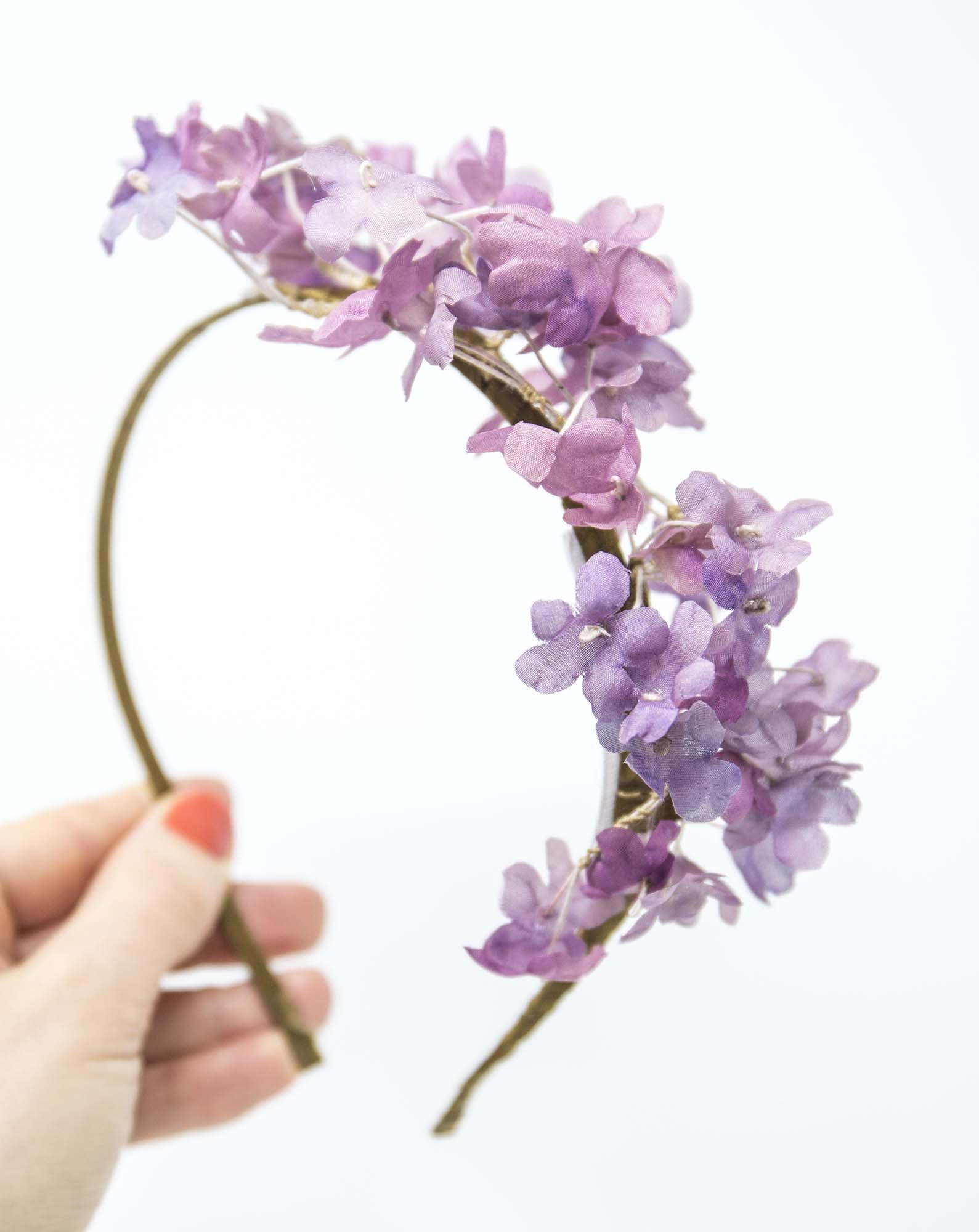 cerchietto per sposa con fiori realizzato a mano