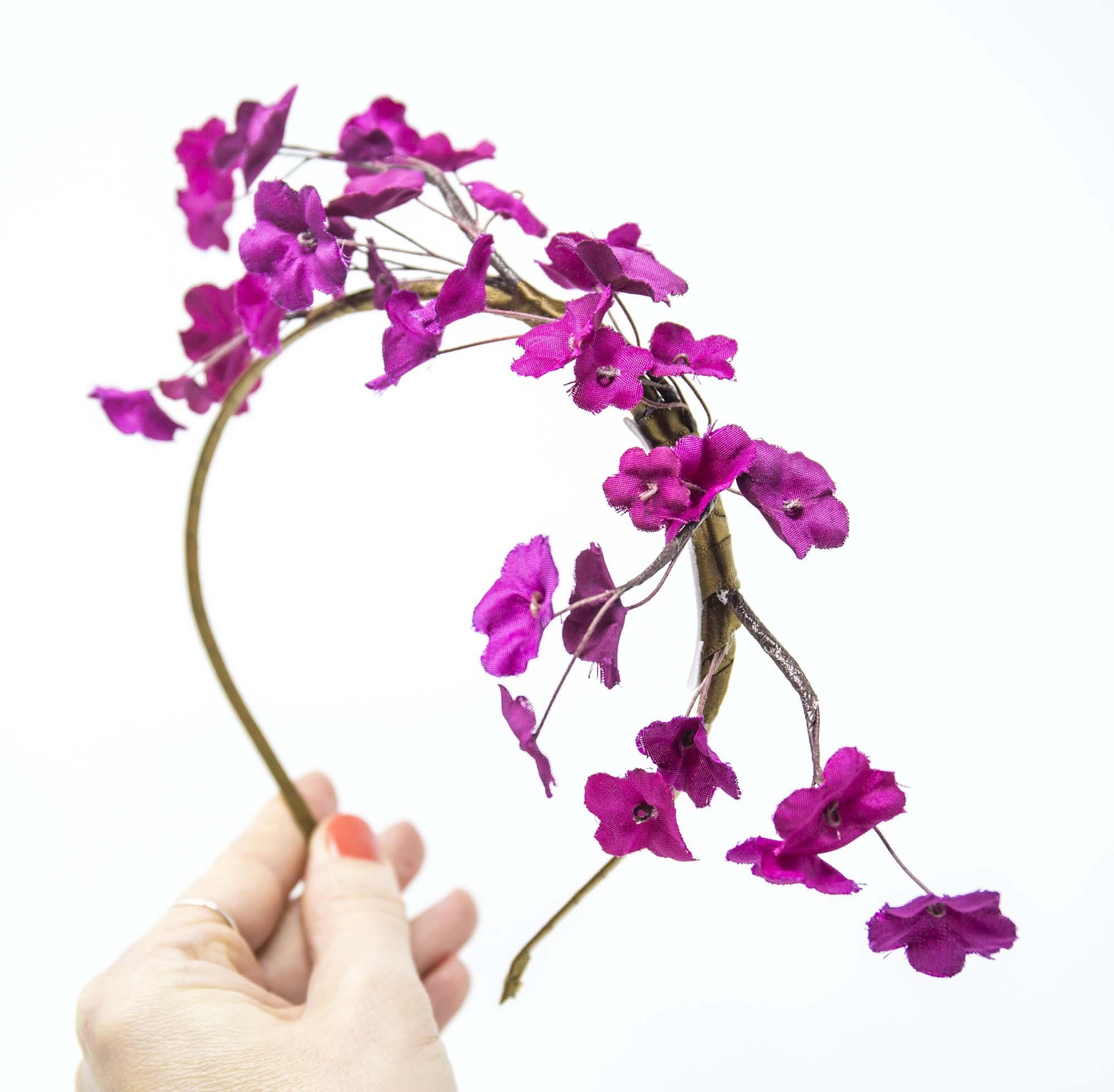 acconciatura damigella con fiori in seta