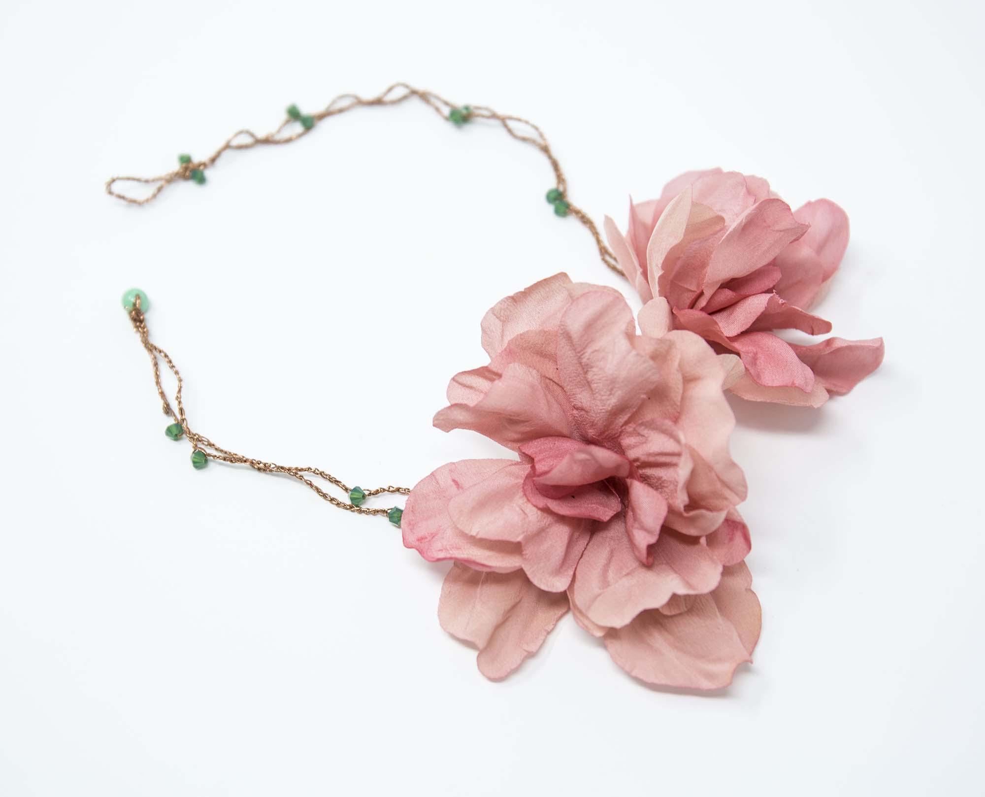 collier elegante con rose e cristalli swarovsky