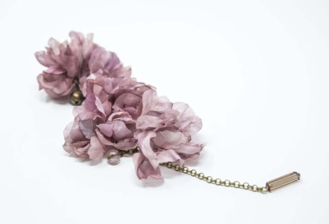 bracciale con fiori in seta fatto a mano