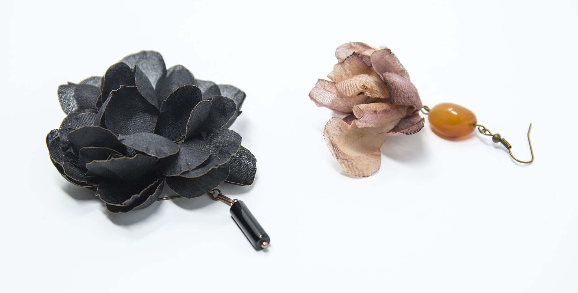 mono orecchini con fiori fatti a mano