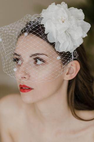 cerchietto sposa con peonia in seta e veletta