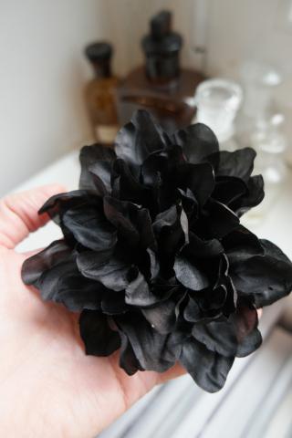 Gardenia in seta nera officinelamour