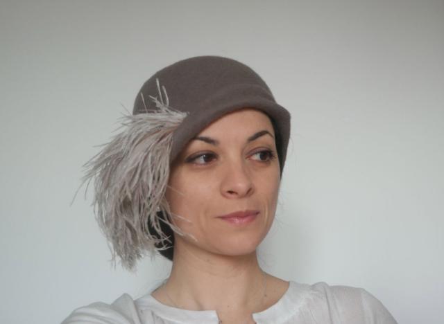 cappello su misura stile vintage con piuma