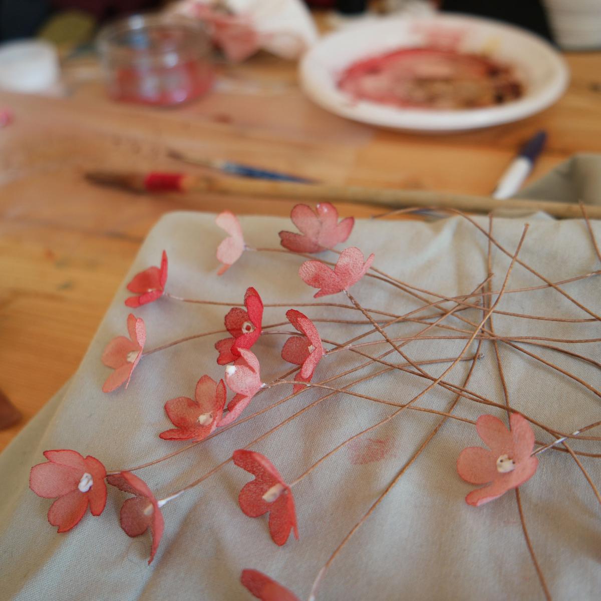 fiori dipinti a mano capelli