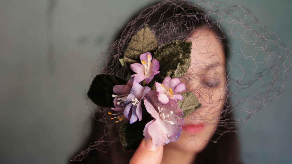 fiori in seta veletta cerimonia acconciatura