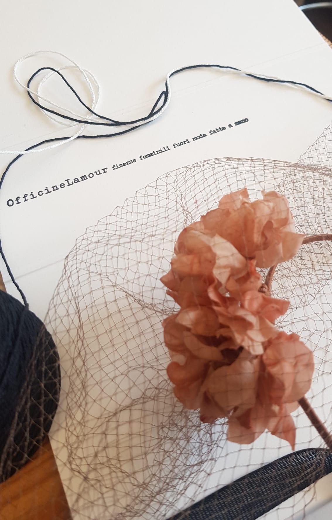 modisteria artigianale fiori in seta cappelli bijoux fascinator