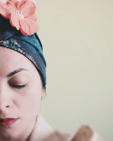 turbante vintage con fiore