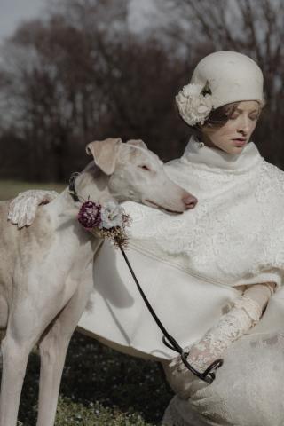 Cloche da sposa con veletta e broche con fiori in seta