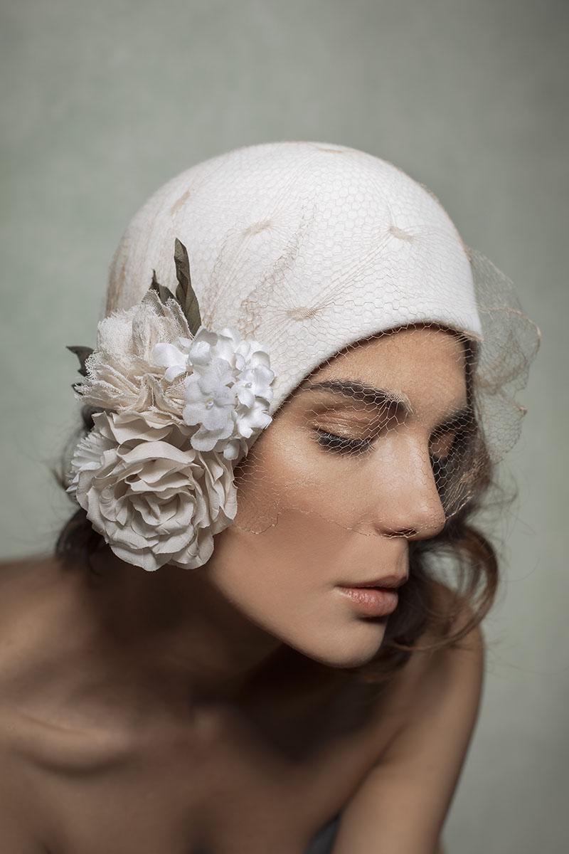 cloche Anita veletta vintage e broche con fiori in seta officinelamour