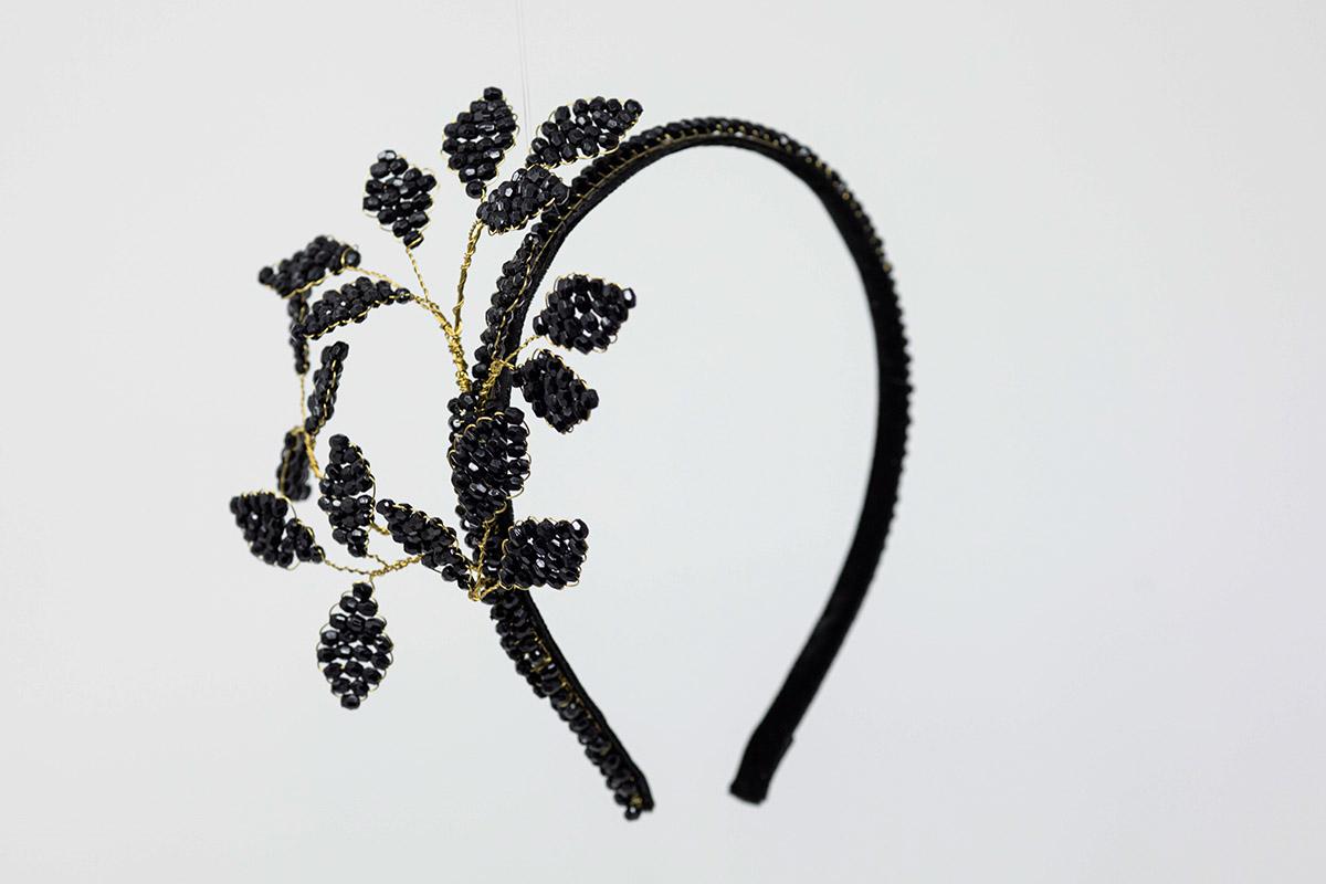 cerchietto nero con perline fatto a mano